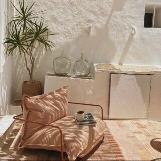 @casa.1876 is a true oasis in the South of Portugal☀️ the house has four rooms and can accommodate up to eight people✨ perfect for families or friends 🌻  Photo credits: @casa.1876